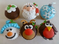novelty-christmas-cupcakes